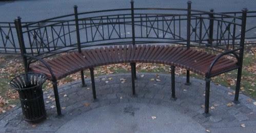 Pietarin puistonpenkit by Anna Amnell