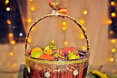 Bengali Wedding Guide: Gaye Holud Food Dala Decoration