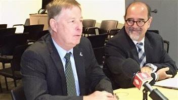 Marc Demers, maire de Laval (à gauche) et Serge Lamontagne, directeur général de la Ville de Laval