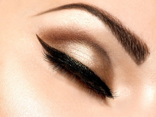 5 Perfect Trendy Winged Eyeliner Styles - Style Arena