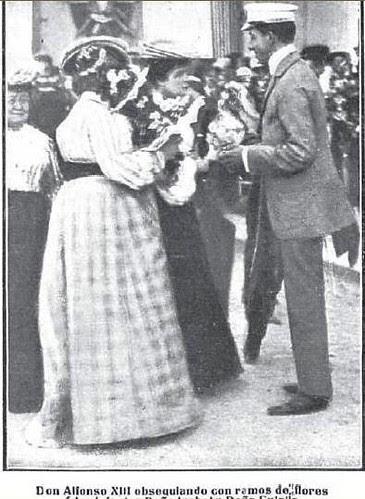 Alfonso XIII y las Infantas Isabel y Eulalia en la fiesta automovilística del Real Automovil Club. Fábrica de Armas de Toledo, 1905