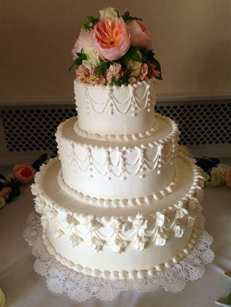 Best 25  Traditional wedding cakes ideas only on Pinterest