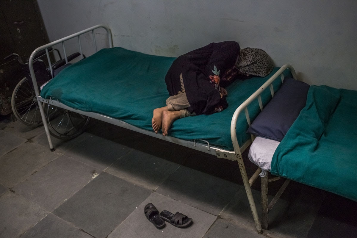 A patient suffering from symptoms of schizophrenia at the Psychiatric Diseases hospital in Srinagar. (AFP / Rebecca Conway)