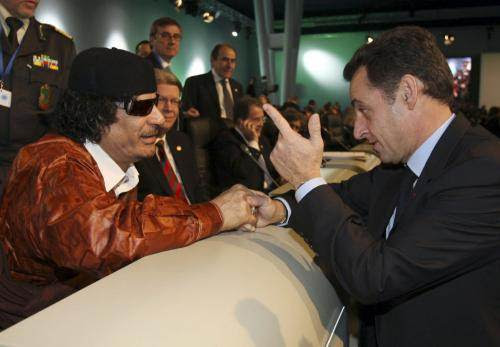 Kadhafi et Sarkozy en décembre 2007.