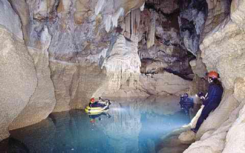 Το μυθικό «Σπήλαιο των Λιμνών» στα Κάστρια Καλαβρύτων