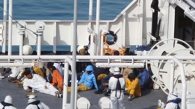 African refugees seized by Italian coastguards (Photo: EPA)