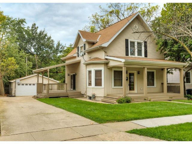 1506 32nd St, Des Moines, IA 50311  Home For Sale and Real Estate Listing  realtor.com®