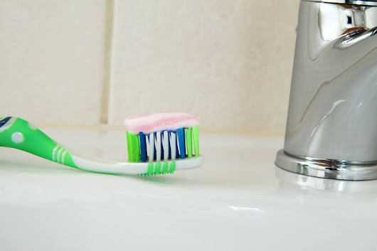 15 Surprising Uses Of Toothpaste To Ease Your Life