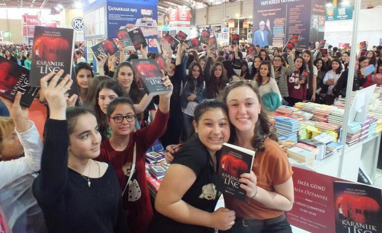 İstanbul Kitap Fuarının fenomeni genç yazarlar