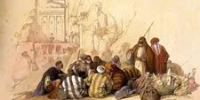 Reunión de arabes y al fondo la Tumba de la Urna en Petra