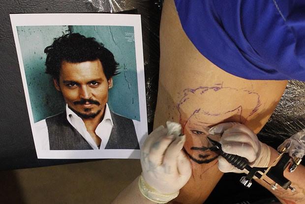 Imagem invertida mostra os detalhes da tatuagem (Foto: Daniel Munoz/Reuters)