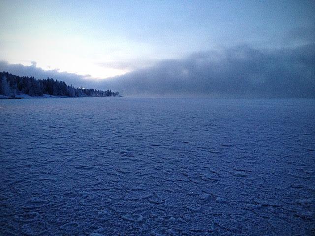 järvi jäässä minä en