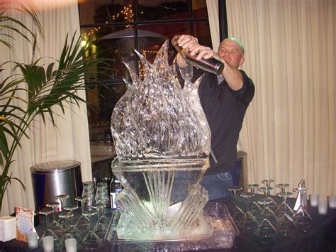 Images in Ice   Performance Ice Carving!
