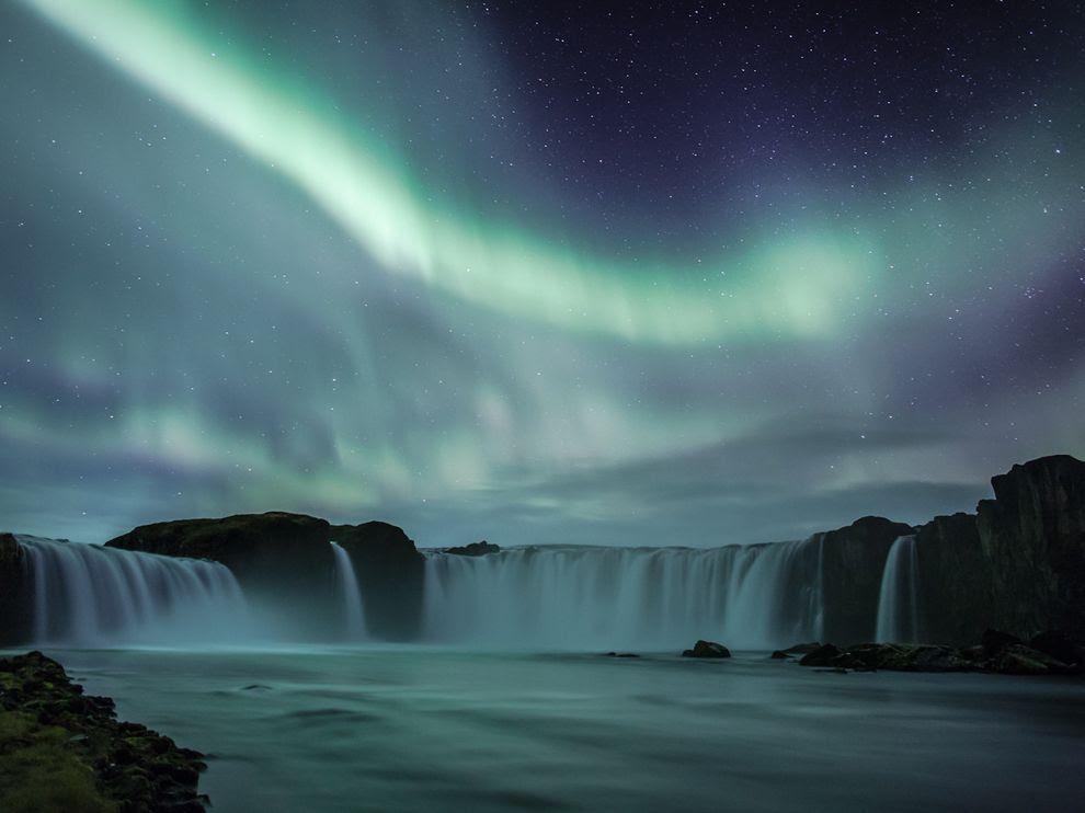 """Ο καταρράκτης Godafoss βρίσκεται στην Ισλανδία και είναι ένας από τους πιο εντυπωσιακούς καταρράκτες της χώρας. """"Godafoss"""" σημαίνει καταρράκτης των Θεών""""."""