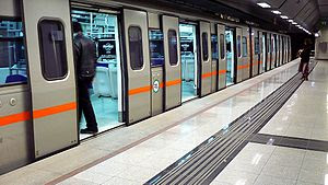 Greek: Η παρούσα απεικονίζει συρμό του Μετρό. ...