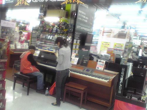 Piano virtuoso in Bic Camera