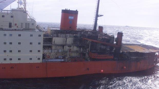 El rompehielos Almirante Irízar, quemado