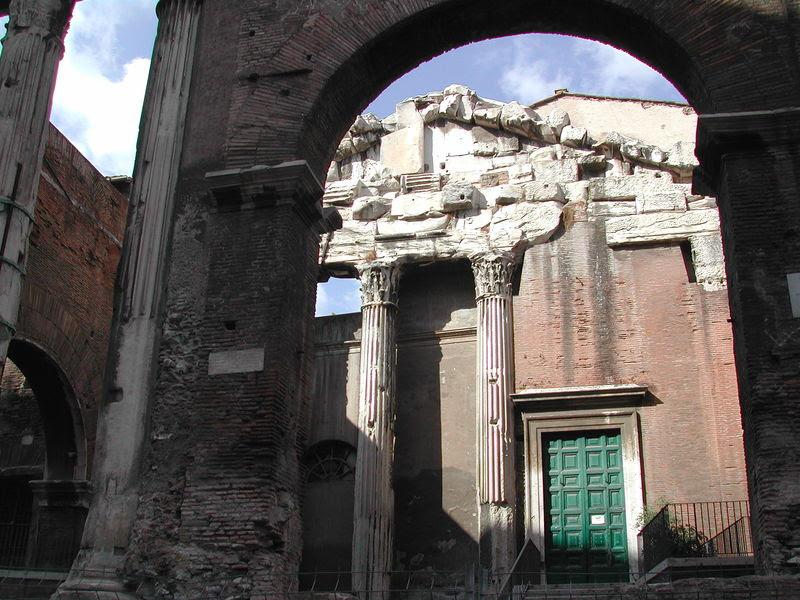 File:15 Portico di Ottavia.JPG