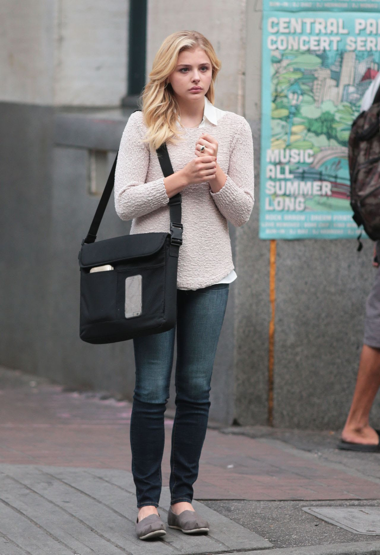 http://celebmafia.com/wp-content/uploads/2015/07/chloe-moretz-set-of-brain-on-fire-in-vancouver-july-2015_7.jpg
