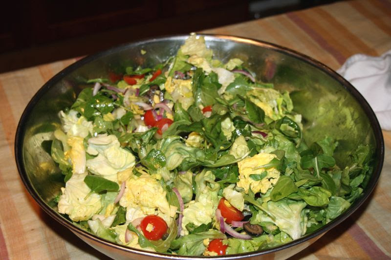 Arugula Salad with Tomatoes, Olives and Capers