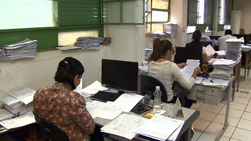 Funcionários do Hospital de Câncer trabalharam sem computadores nesta terça-feira em Barretos, SP (Foto: Chico Escolano/EPTV)