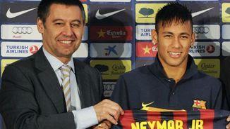 Presentació de Neymar, amb Josep Maria Bartomeu