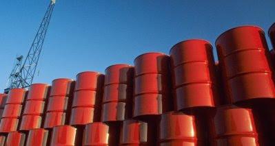 Barriles de petróleo almacenados.