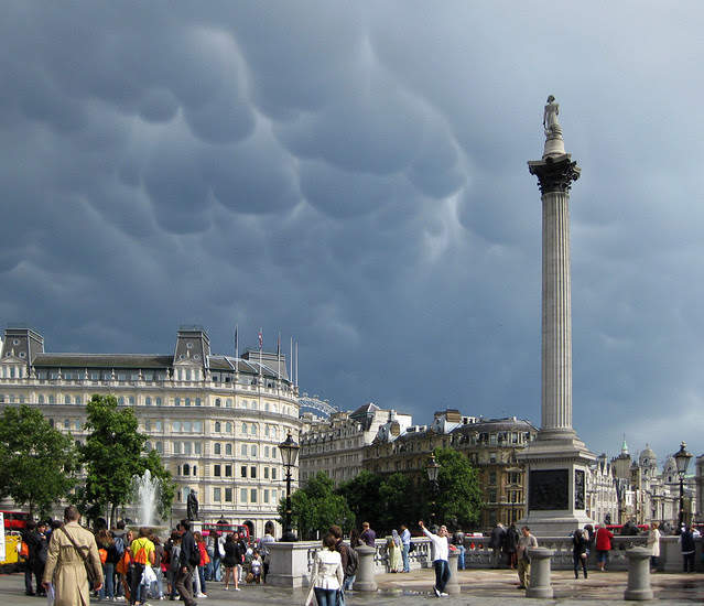 Trafalgar Square, London – mammatocumulus clouds
