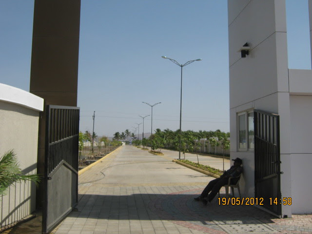 Entrance Gate & Cement Road with Street Lights - Visit Kanchan Vrundavan, 1 BHK & 2 BHK Flats at Koregaon Mul, near Uruli Kanchan Pune 412202