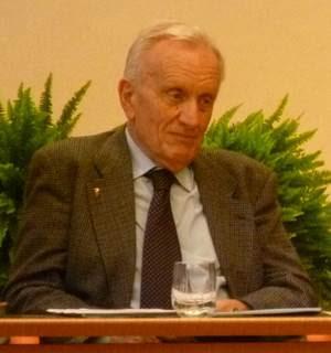 http://olodogma.com/wordpress/wp-content/uploads/2012/10/Francesco-Mario-Agnoli-con-Carlo-Felice-Casula.jpg