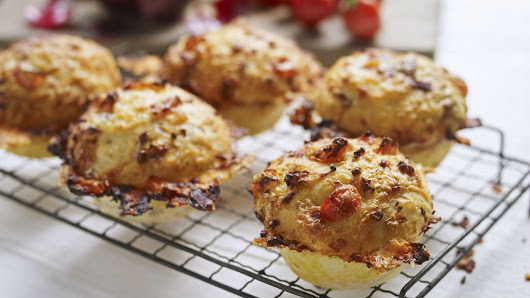 Cheese and tomato muffins