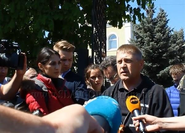 Вопрос-ответ: лидер народного ополчения Славянска рассказал журналистам о блокировании города украинской армией и о задержании иностранных военных
