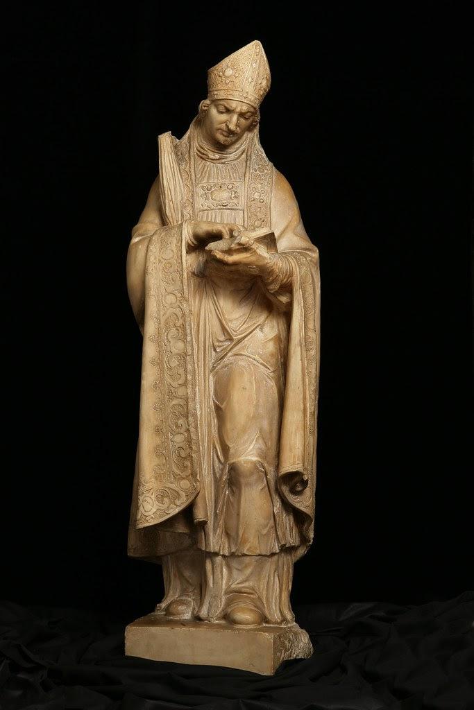 Estatua de San Ildefonso que presidía la antigua puerta del mismo nombre, derribada en 1871. Atribuida a Diego Velasco de Ávila y está realizada en alabastro hacia 1575. Museo de Santa Cruz