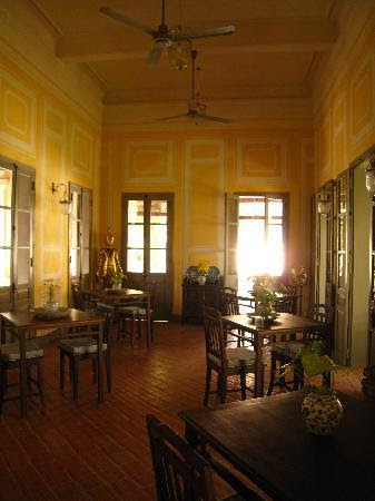 http://media-cdn.tripadvisor.com/media/photo-s/01/6f/07/aa/the-dining-room.jpg