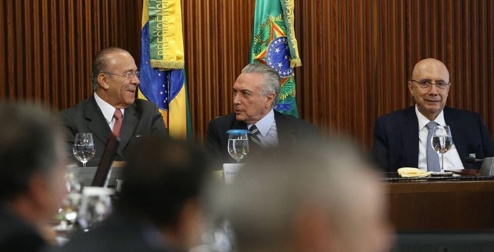 Presidente Michel Temer ao lado de Eliseu Padilha e Henrique Meirelles.