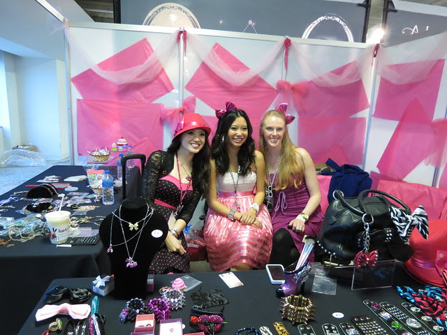 The lovely people at the Pursebuzz booth
