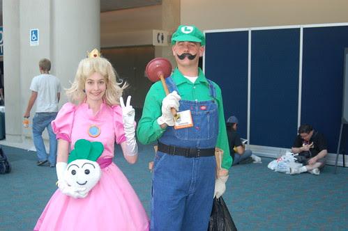 Comic Con: Luigi and Peach