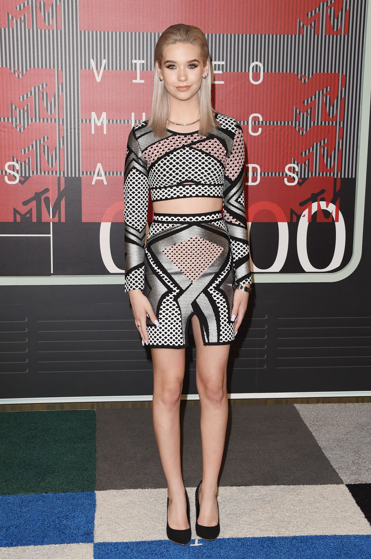 http://celebmafia.com/wp-content/uploads/2015/08/amanda-steele-2015-mtv-video-music-awards-at-microsoft-theater-in-los-angeles_5.jpg