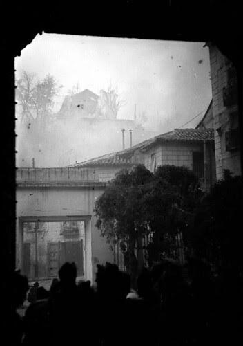 Actual Calle Cervantes (desde el Museo de Santa Cruz) de Toledo durante los combates de septiembre de 1936. Fondo del Estudio Fotográfico Alfonso. Archivo General de la Administración. Ministerio de Cultura