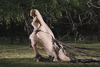 Justine (Kirsten Dunst), deusa e mártir da melancolia, luta contra o sentimento paralisante no longa de Lars von Trier