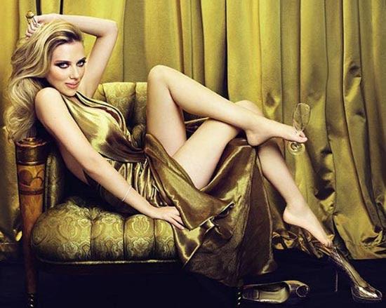 Scarlett_Johansson_envuelta_para_regalo