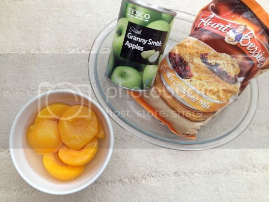 The Lazy Girls Guide To: Apple and Peach Crumble