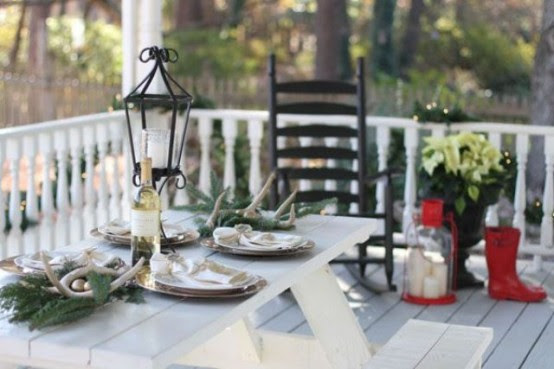 18 Beautiful Outdoor Christmas Table Settings - 10 - Pelfind