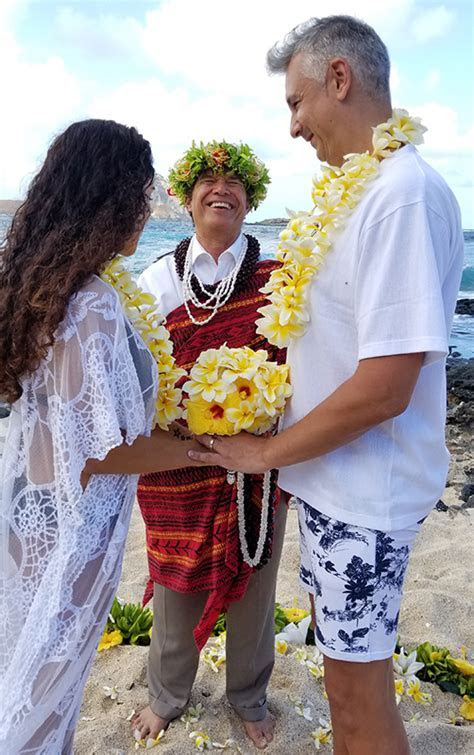 Hawaii wedding ministers in Hawaii and the island of Oahu