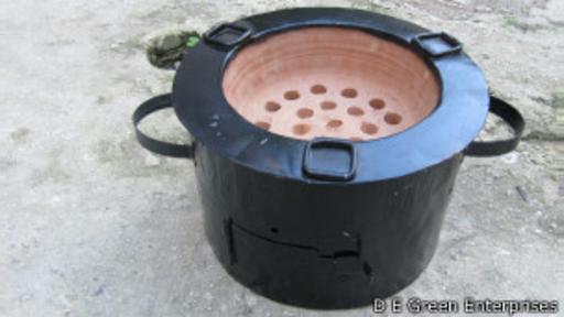 Los hornillos de D&E Green Enterprises usan la mitad del carbón de las versiones tradicionales.