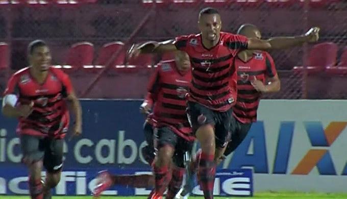 Oeste vence o Boa Esporte por 2 a 1 em campo alagado em Osasco (Foto: Reprodução Premiere FC)