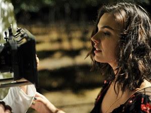 A atriz Isis Valverde é a jovem Antônia, que vai conquistar o coração de Leandro (Cauã Reymond) (Foto: Estevam Avellar/Globo)