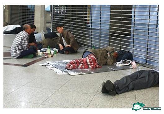 Tính kỷ luật của người dân Hàn Quốc rất cao dù nhiều người vẫn đang rất khỏ khăn, vô gia cư.