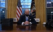 Donald Trump Wrote Joe Biden A Letter. Twitter Has Some ROFL Guesses On What's In It
