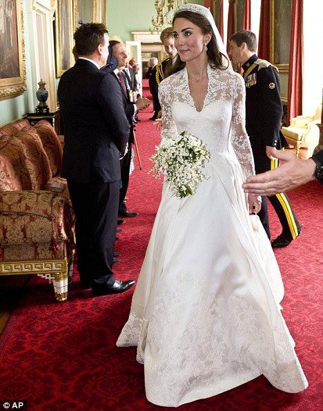 http://i.dailymail.co.uk/i/pix/2011/11/08/article-2058840-0BD4CC2900000578-84_468x596.jpg
